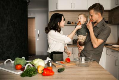 Les repas de bébé à 18 mois : c'est le moment de faire quelques changements