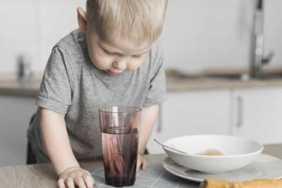 Donner de l'eau à un bébé : Quoi ? Quand ? Comment ?